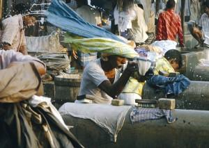Kimsooja, Mumbai A Laundry Field, ProductionStill, 2007, courtesy Galleria Raffaella Cortese