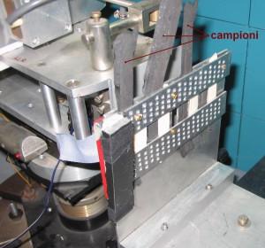 Fig. 1. Campioni di poliuretani per calzature fissati al portacampioni per l'analisi mediante tecnica neutronica